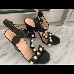 Gucci Pearl Learher T Strap Sandals